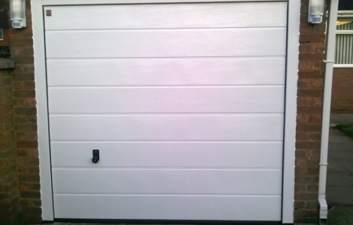 http://www.henderson-garage-door-centre.co.uk/wp-content/gallery/garage-doors/manual-g60-sectional.jpg