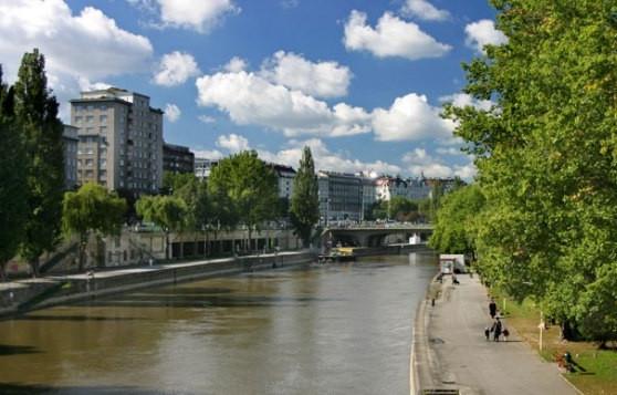 http://www.virtualtourist.com/travel/Europe/Austria/Bundesland_Wien/Vienna-320332/Transportation-Vienna-TG-C-1.html